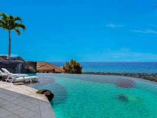Private Infinity Pool with 180 degree Coastline Ocean Views