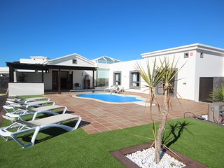 Hipoclub Villas, 206 Faro Park Luxurious Villa Near The Coast