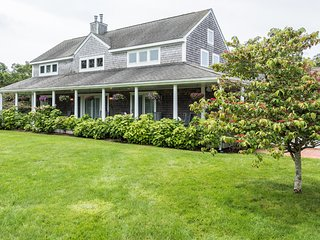 KINOL - Elegant Retreat Long Point Beach Area, West Tisbury,  Expansive Landscap