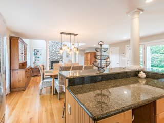 KINOL - Elegant Retreat Long Point Beach Area, West Tisbury,  Expansive