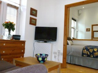 Boutique 1 Bed Compact Serviced Apartment in Converted Trendy Old Bakery