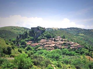 Castelnou un village médiéval au coeur des Aspres sauvages.