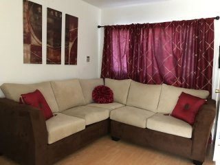 Delightful 2 bed/1bath in West Hollywood--Entirely yours!