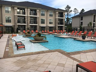 Georgeous 3 Bedroom / 2 Bath Condo in The Woodlands