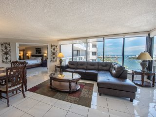 Spectacular Views | 2Bed Condo | Free Parking