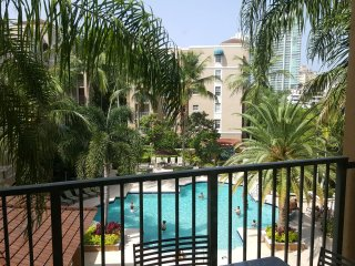 GORGEOUS 1/1 FULLY FURNISHED UNIT IN AVENTURA, DIRECT POOL VIEW, FREE PARKING
