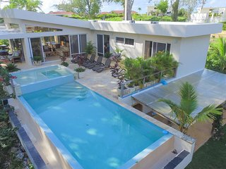 Villa with 4 masters and lots of features for an excellent vacation