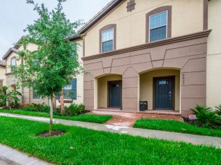 Fantastic 5 Bed 4 Bathroom Town Home
