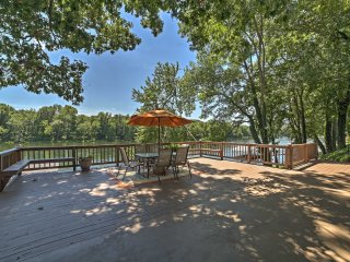 NEW! Riverfront 2BR Cotter House w/ Spacious Deck!