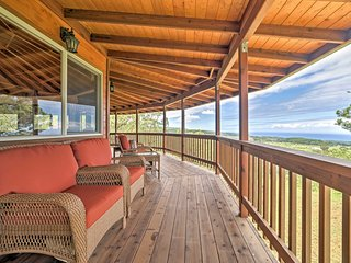 NEW! 3BR Honomu House w/ Ocean & Mountain Views!