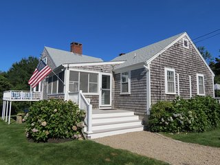 Secluded East Orleans gem, close to Nauset Beach, sleeps 10 (linens incl): 089-O