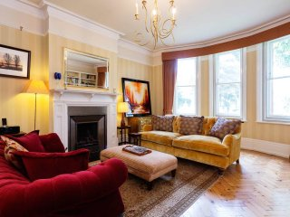 Veeve - Castelnau Mansions