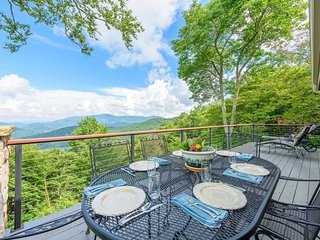 Tranquil 4BR/3.5BA Mountain Home with Panoramic Views, Centrally-Located in