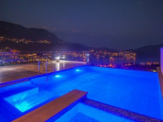 Apartment with Large Private Swimming Pool in Kalamar Bay