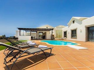 Hipoclub Villas, 204 Faro Park Luxurious Villa Near The Coast