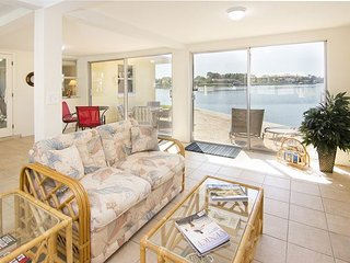 Pet-Friendly 2BR w/ Dock on Bay – Walk to Nokomis Beach & Casey Key
