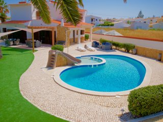 Amazing 6 Bedroom Villa with Pool & Toddlers Pool