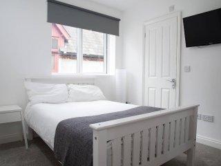 Large Modern Studio Flat, Beckenham 1