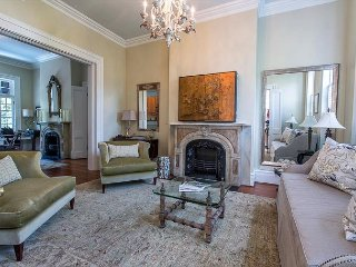 Stay Local in Savannah: Luxury 2 bed on beautiful block of Gordon Street