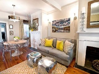 Stay Local in Savannah: 2 Bedroom Designer Cottage with Courtyard & Parking