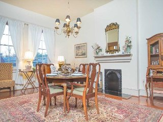 Stay Local in Savannah: 1 bedroom on 2nd floor with lunch from Mrs. Wilkes