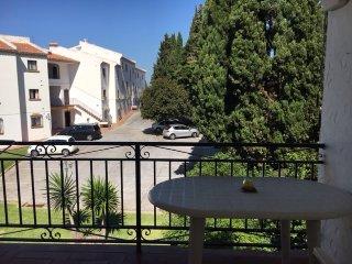 Preciosa piso-casa con jardin en Miraflores en Calahonda. Pueblo oliva