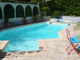 Piscine, parking, terrasse, 200m du port