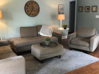 Welcome to the Magnolia  Hidaway, 2 Bedroom , 2 Bath -Free Wifi-Pool