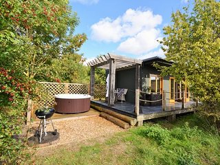 DOWLT Log Cabin in Henley-on-T