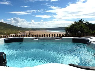 The View at Parade House Stunning position next to beach with views and Hot Tub!
