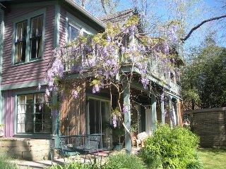 Belladonna Cottage, Garden Level.historic district Outdoor jacuzzi/ woodland/.