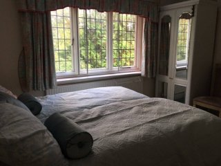 Amazingly comfy Lux twin room: spacious Bmth house