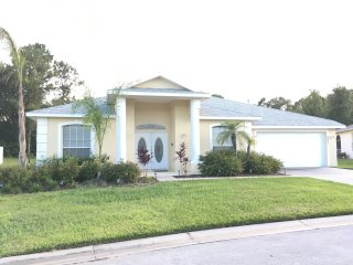 Beautiful Lake View Pool Home!! MINUTES FROM DISNEY!!