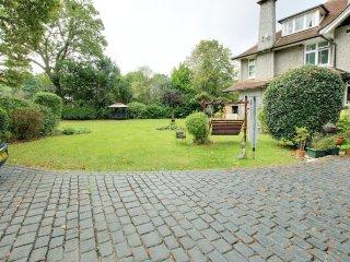 Superb EN SUITE King bed luxury room: garden view!