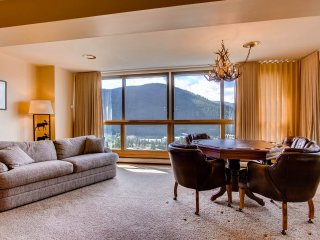 Huge 3Br Penthouse Condo! ~ No Cleaning Fees! Kids Ski Free! ~ RA154685