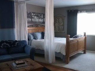 Cali-Zen Guest Suite w/ Private Entrance, Parking & Amenities