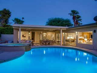 Bon Vivant Palms - Brand New Listing - Walk to Town