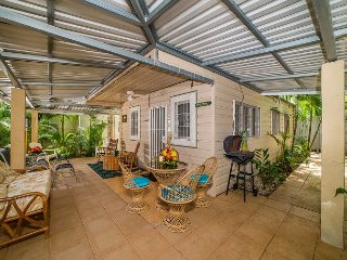 Charming One-Bedroom Cottage Only a 2-Minute Walk to the Beach!