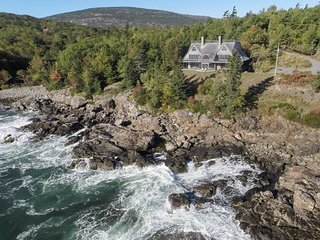 Spectacular Shorefront Luxury Home near the village of Bar Harbor and Acadia