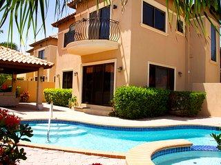 Gold Coast Jacuzzi Villa 3 bed 2.5 bath Luxury Home