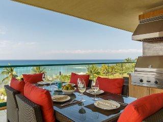 Luxurious, waterfront getaway w/ lanai kitchen, resort pools, & hot tubs