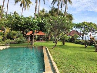 Villa Barat - All-Inclusive, Oceanfront Villa at The Mahalani