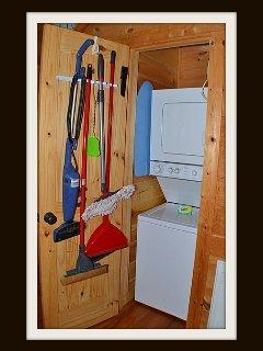 Washer & dryer / main level