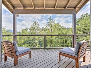'Riverview' Home w/Decks on the Asheville Greenway