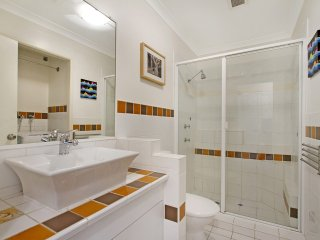 Peurto Vallerta unit 12 - Great value, great location in Coolangatta, Southern