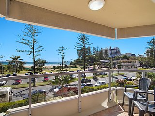 Kooringal Unit 7 - Great central location beachfront and Twin Towns Services