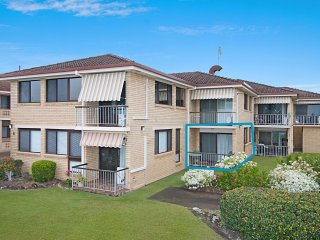 2/8 Banks Avenue - Easy walk to Tweed Heads Bowls club