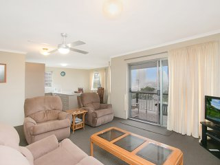Skyline Unit 13 - Central location overlooking Coolangatta