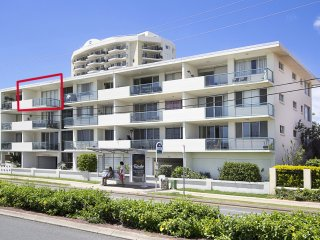 Toorak Court Unit 12 - Right on the beach in Kirra, Ocean views