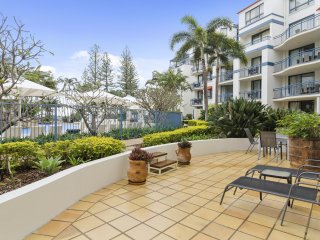 Calypso Plaza Resort Unit 133 - Poolside apartment